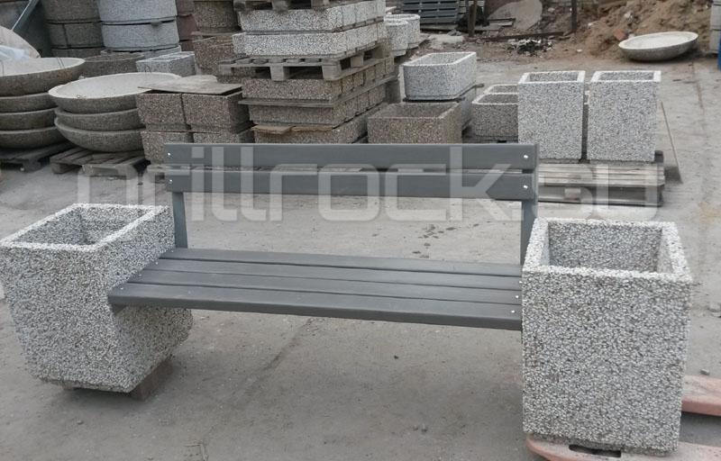скамейка со спинкой и урнами
